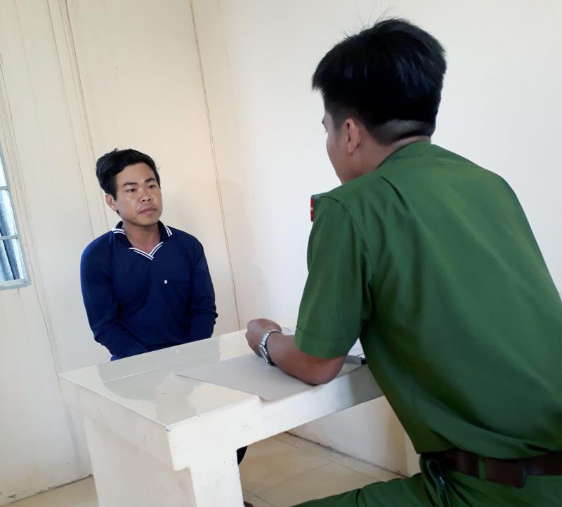 Đối tượng Trần Hữu Luận tại cơ quan điều tra.