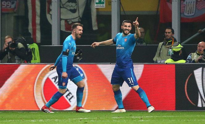 Các cầu thủ Arsenal ăn mừng bàn thắng vào lưới AC Milan. Ảnh: REUTERS