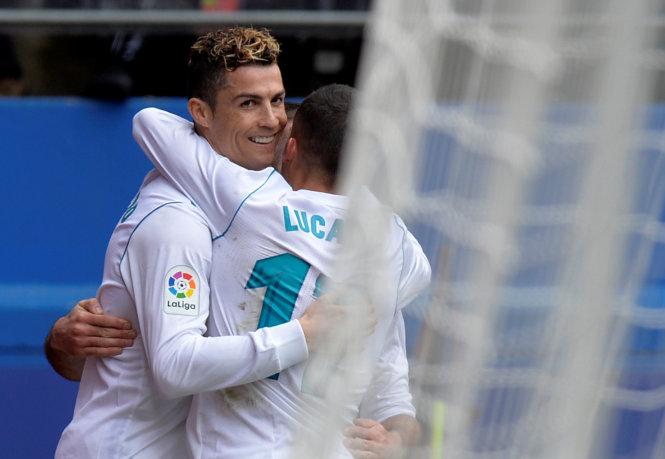 Ronaldo ăn mừng bàn thắng vào lưới Eibar. Ảnh: REUTERS