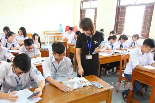 Giờ ôn tập của cô và trò Trường trung học phổ thông chuyên Lương Văn Tụy, thành phố Ninh Bình, tỉnh Ninh Bình. Ảnh: Hải Yến/TTXVN