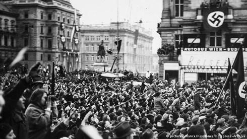 Áo tưởng niệm 80 năm ngày bị phát xít Đức xâm lược. Ảnh: DW.