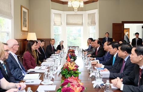 Thủ tướng Nguyễn Xuân Phúc hội đàm với Thủ tướng New Zealand Jacinda Ardern - Ảnh: VGP/Quang Hiếu