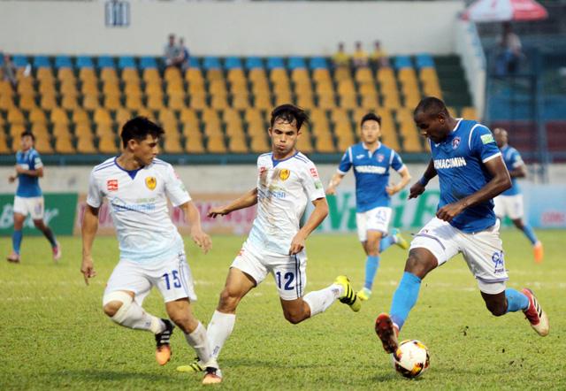 Than Quảng Ninh (xanh) đã có trận đấu thành công. Ảnh: Dân Trí
