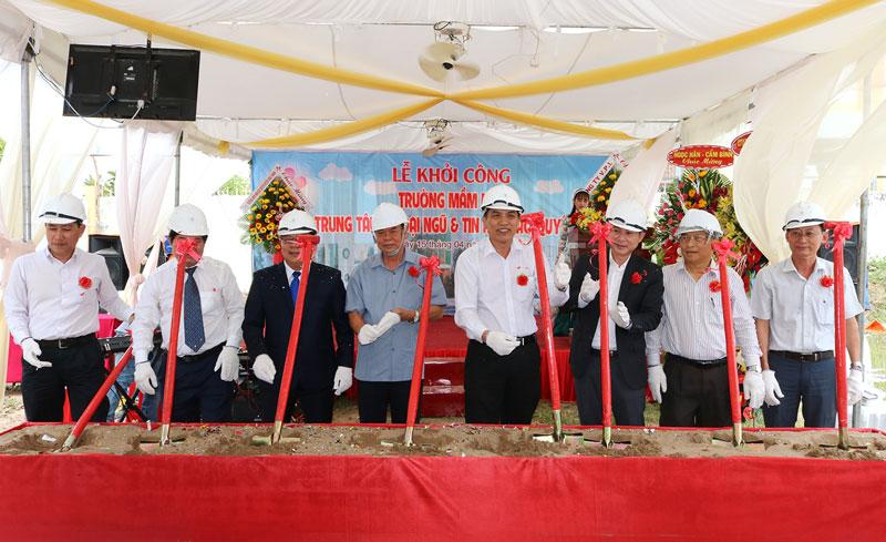 Lễ khởi công công trình Trường mầm non - Trung tâm ngoại ngữ và tin học Bảo Quyên. Ảnh: Phan Hân