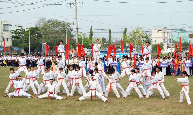 Các vận động viên đồng diễn Karatedo.