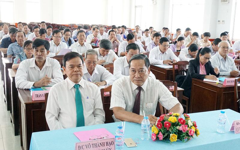 Bí thư Tỉnh ủy Võ Thành Hạo và Phó chủ tịch UBND tỉnh Nguyễn Hữu Phước cùng các học viên tại buổi lễ khai giảng. Ảnh: Q.Hùng