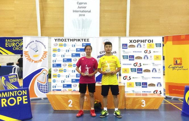 Hải Đăng (phải) và Anh Thư thi đấu thành công tại Giải cầu lông trẻ quốc tế Síp 2018. Ảnh: C. Châm