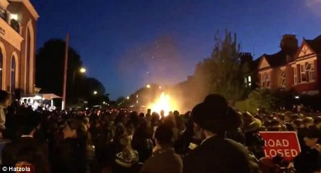 Vào thời điểm xảy ra vụ nổ đã có hàng trăm người tập trung ở Stamford Hill. (Ảnh: dailymail.co.uk)