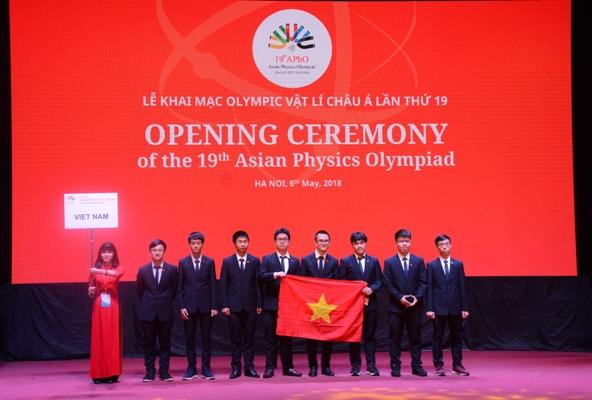 Đội tuyển Việt Nam dự kỳ thi Olympic Vật lý Châu Á lần thứ 19. (Ảnh: VA)