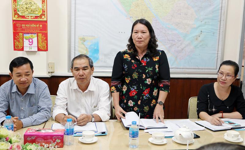 Bà Nguyễn Thị Bé Mười phát biểu tại buổi giám sát. Ảnh: Phan Hân