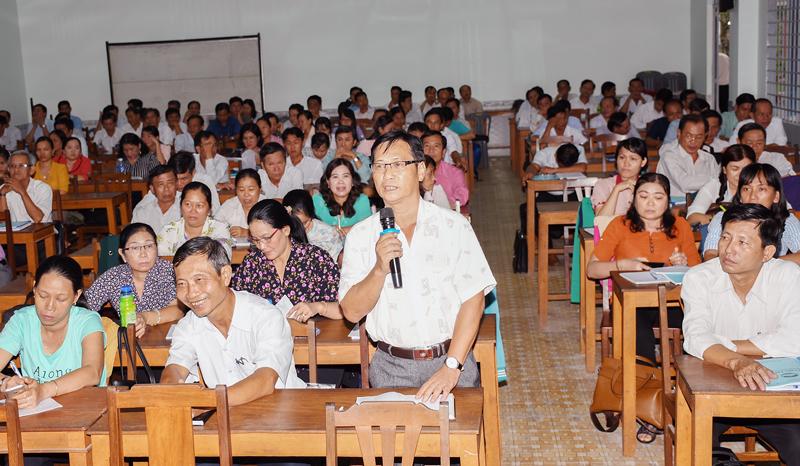 Đại biểu tham gia thảo luận.