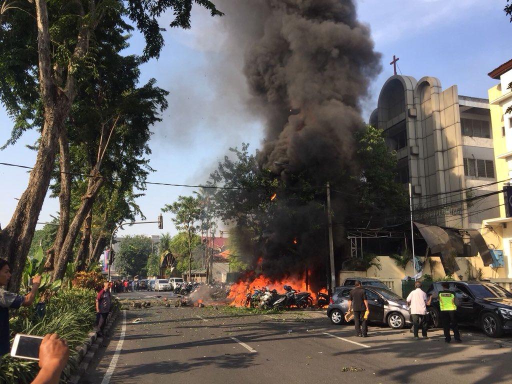 Hiện trường vụ đánh bom liều chết tại Indonesia. Ảnh: Sputnik