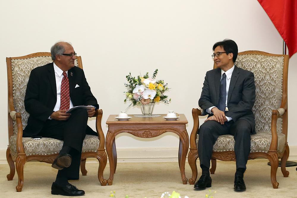 Phó thủ tướng Vũ Đức Đam đánh giá cao các mục tiêu của APICTA nhằm tăng cường hợp tác, phát triển CNTT-TT trong khu vực châu Á-Thái Bình Dương. Ảnh: VGP/Đình Nam