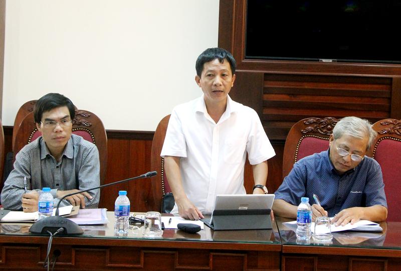 Phó giám đốc Ban quản lý Dự án 7 Lê Quốc Dũng trao đổi tại buổi làm việc. Ảnh: Ngân Hà