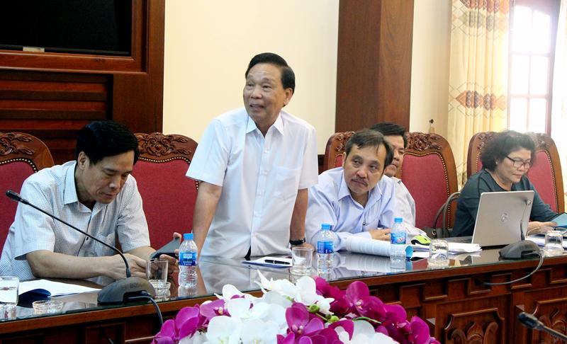 Đại diện Công ty Cổ phần Đầu tư hạ tầng kỹ thuật TP. Hồ Chí Minh trao đổi với lãnh đạo tỉnh . Ảnh: Ngân Hà