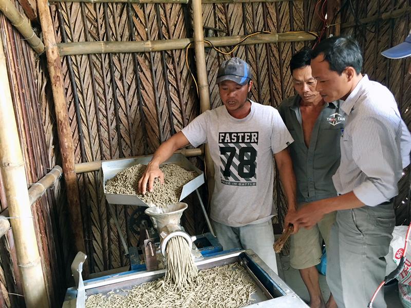 Máy ép sấy thức ăn giúp nông dân giảm chi phí sản xuất.