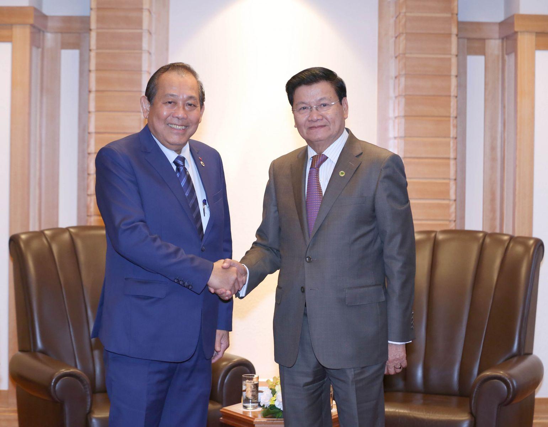 Phó thủ tường Thường trực Trương Hoà Bình và Thủ tướng Lào Thongloun Sisoulith. Ảnh: VGP/Lê Sơn