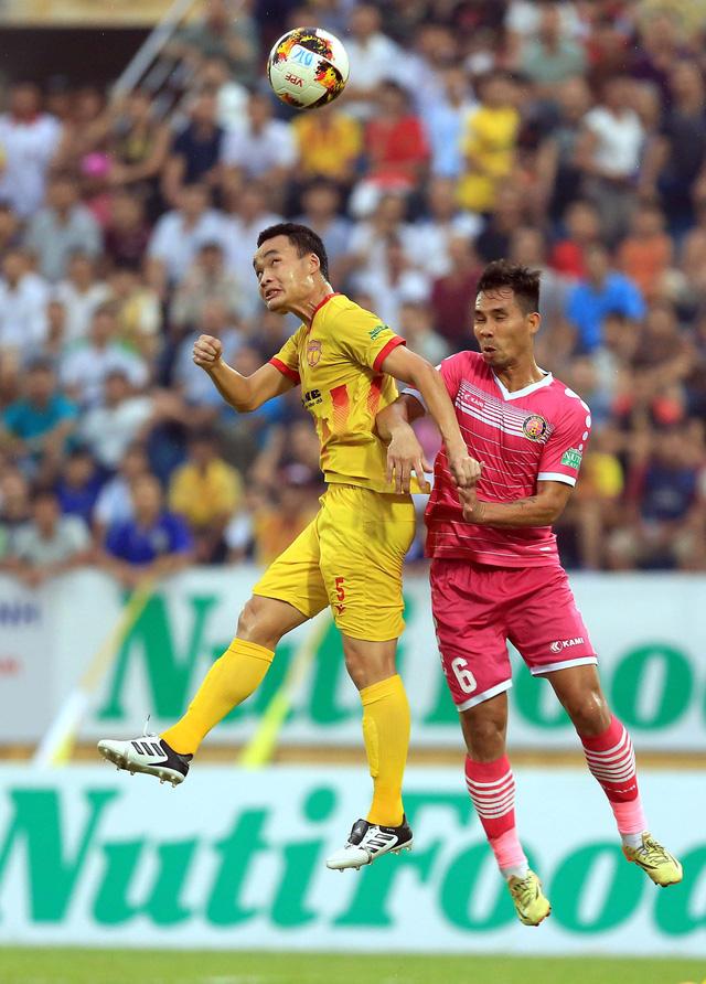 Một pha bóng trong trận Nam Định thắng Sài Gòn 1-0. Nguồn: TTO