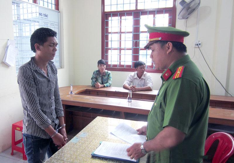 Quyết định khởi tố và ra lệnh bắt tạm giam đối với Nguyễn Văn Thương. Ảnh: Trần Thắng