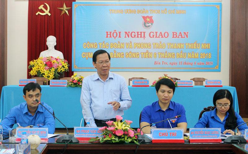 Phó bí thư Thường trực Tỉnh ủy Phan Văn Mãi tham gia góp ý cùng hội nghị.