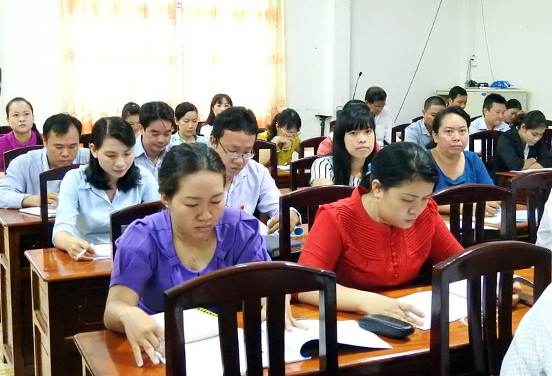 Các đại biểu tại buổi tập huấn.