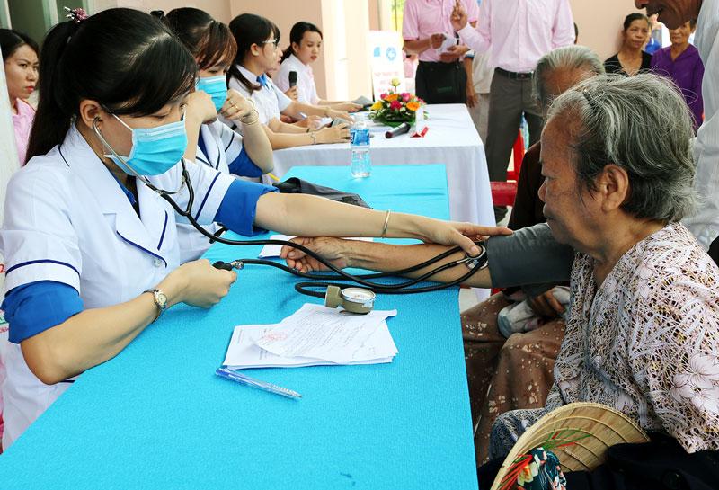 Đo huyết áp sẽ giúp việc phát hiện, theo dõi bệnh cao huyết áp.