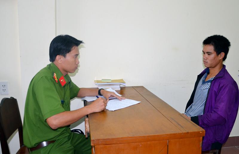 Tô Văn Long tại cơ quan Cảnh sát điều tra.