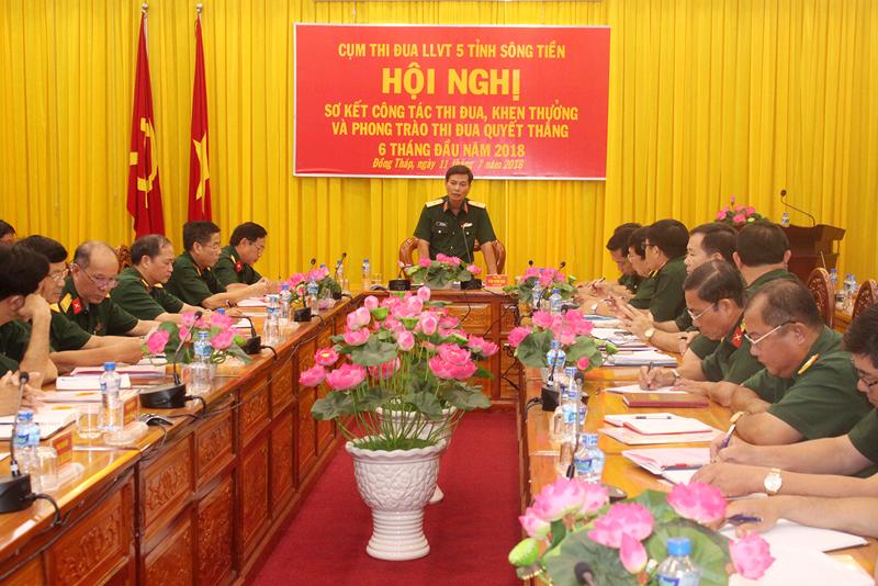 Thiếu tướng Đoàn Thanh Xuân - Phó chính ủy Quân khu 9 phát biểu chỉ đạo hội nghị. Ảnh: Đặng Thạch