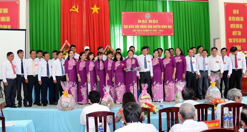 Ban Chấp hành Hội Nông dân huyện Bình Đại nhiệm kỳ 2018-2023.