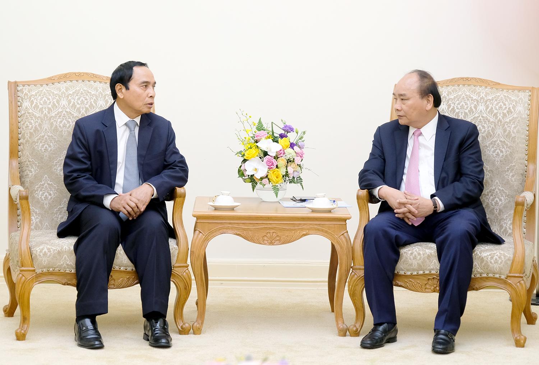 Thủ tướng Nguyễn Xuân Phúc và Phó thủ tướng, Chủ nhiệm Ủy ban Kiểm tra Trung ương, Tổng Thanh tra Chính phủ Lào Bunthoong Chitman - Ảnh: VGP/Quang Hiếu