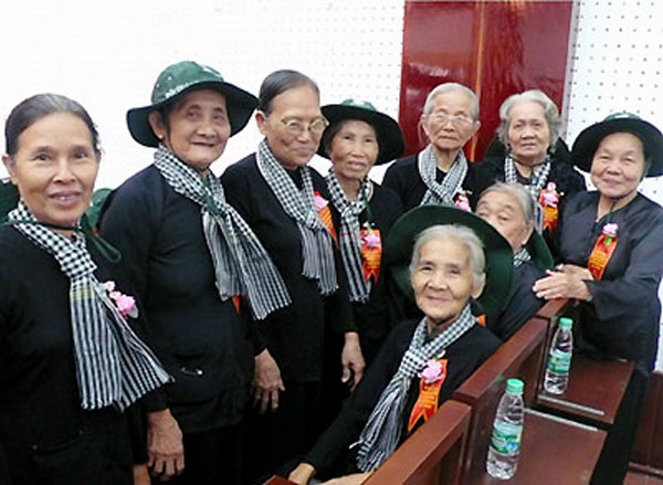 Những nữ chiến sĩ năm xưa trong Đội quân tóc dài của Đồng khởi Bến Tre. Ảnh: ST