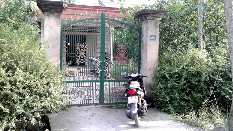 """Nhà của chủ hụi T. ở ấp Phú Nhơn, thị trấn Châu Thành luôn đóng kín cửa vì sợ hụi viên tới """"quậy""""."""