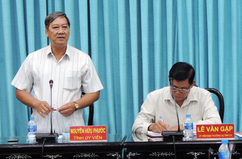 Phó chủ tịch UBND tỉnh Nguyễn Hữu Phước phát biểu tại hội nghị. Ảnh: Phạm Tuyết