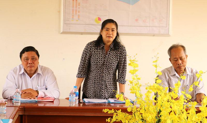Phó chủ tịch HĐND tỉnh Đỗ Thị Thu Thảo phát biểu tại buổi làm việc. Ảnh: Phan Hân