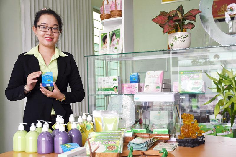 Sản phẩm chế biến từ dừa của Công ty TNHH Chế biến sản phẩm dừa Cửu Long. Ảnh: Thu Huyền