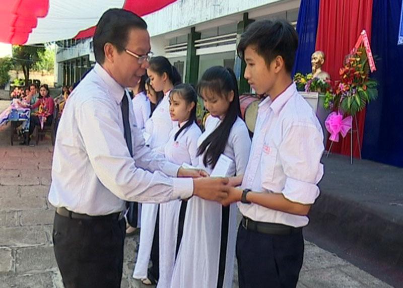 Toàn tỉnh sôi nổi khai giảng năm học 2018-2019