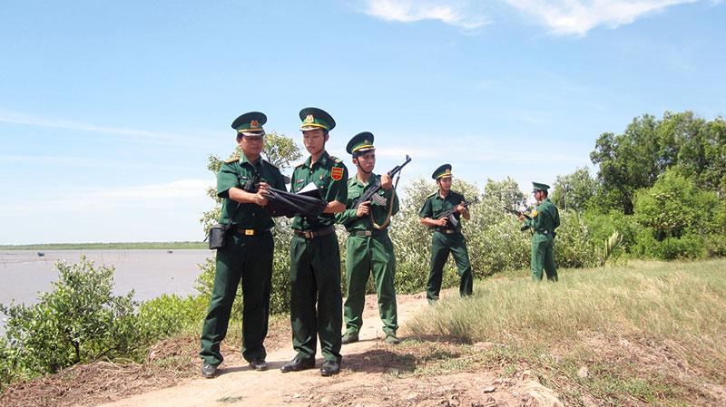 Cán bộ, chiến sĩ Đồn Biên phòng Cửa Đại tuần tra bảo vệ khu vực biên giới biển. Ảnh: H. Đức