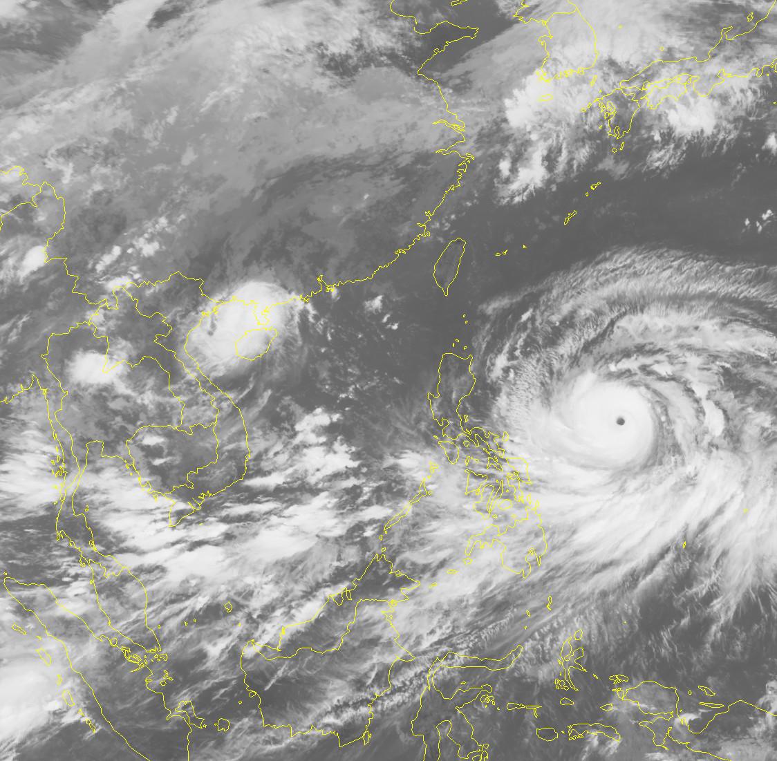 Cơ quan dự báo thời tiết Philippines đang theo dõi sát sao đường đi và diễn biến của bão Mangkhut (tên địa phương là bão Ompong). Ảnh: AP