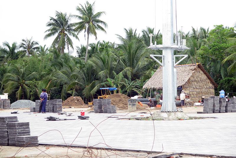 Công trình Quảng trường thành phố đang được xây dựng trên đường Nguyễn Văn Nguyễn, thuộc xã Mỹ Thạnh An.