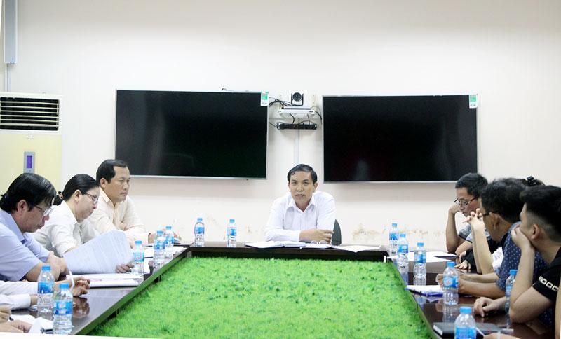 Chủ tịch UBND tỉnh Cao Văn Trọng phát biểu tại cuộc họp. Ảnh: Trí Đức