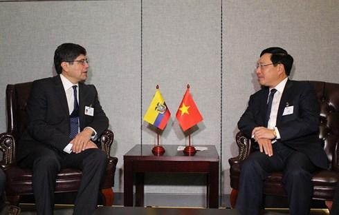 Phó thủ tướng, Bộ trưởng Phạm Bình Minh và Bộ trưởng Ngoại giao và Di trú Ecuador Jose Valencia.