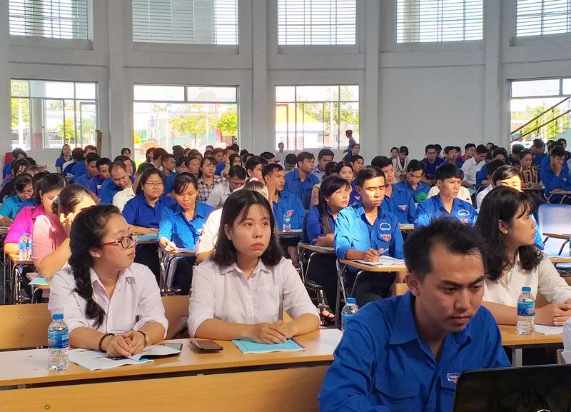 Cán bộ đoàn, hội tham dự tập huấn kỹ năng, nghiệp vụ du lịch.