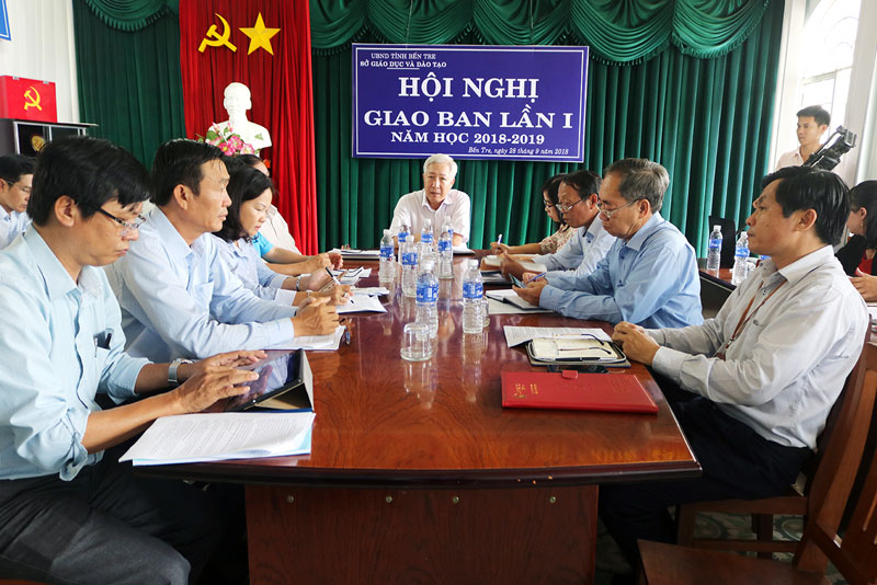 Giám đốc Sở GD&ĐT Lê Ngọc Bữu chủ trị hội nghị họp giao ban lần 1 năm học 2018-2019. Ảnh: Phan Hân