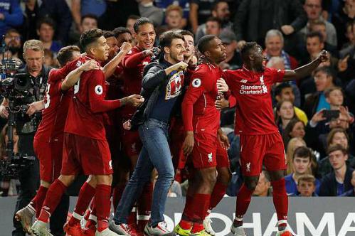 Niềm vui của cầu thủ Liverpool khi có bàn gỡ hòa vào những phút cuối cùng. Ảnh: Reuters