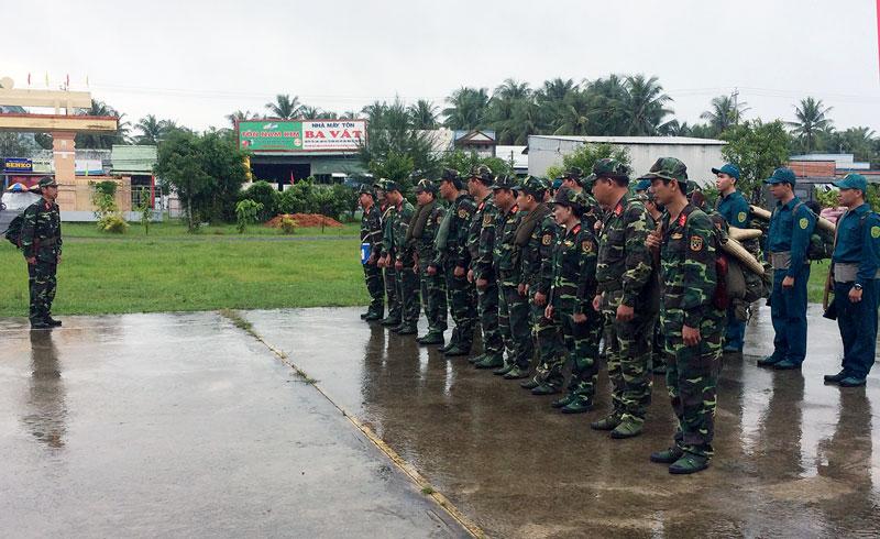 Tình huống hạ đạt mệnh lệnh hành quân của Ban Chỉ huy Quân huyện. Ảnh: Đặng Thạch