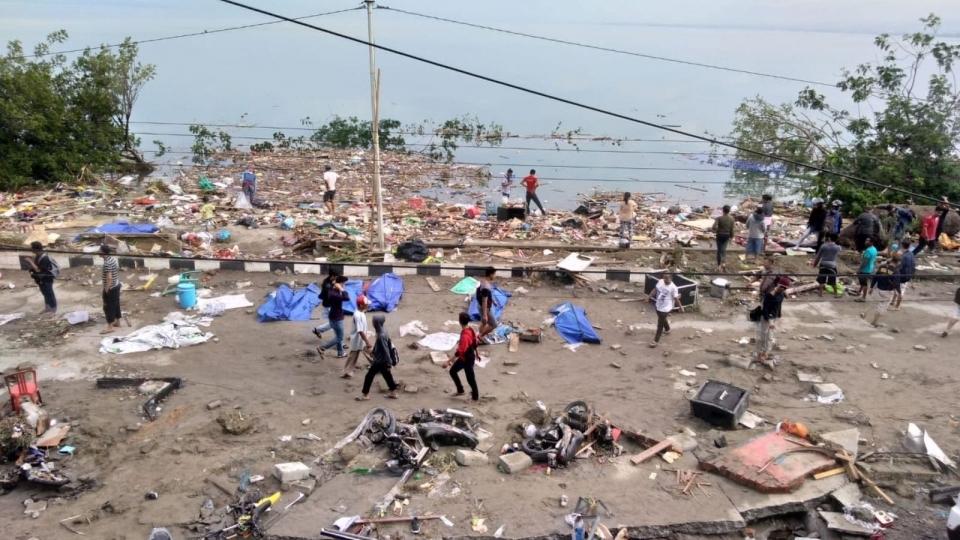 Hiện trường đổ nát sau khi sóng thần ập vào Palu, đảo Sulawesi, Indonesia ngày 29-8-2018. Nguồn: AFP