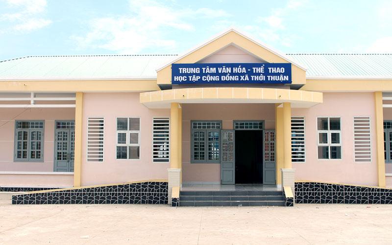 Trung tâm Văn hóa - Thể thao - Học tập cộng đồng xã được xây dựng khang trang.