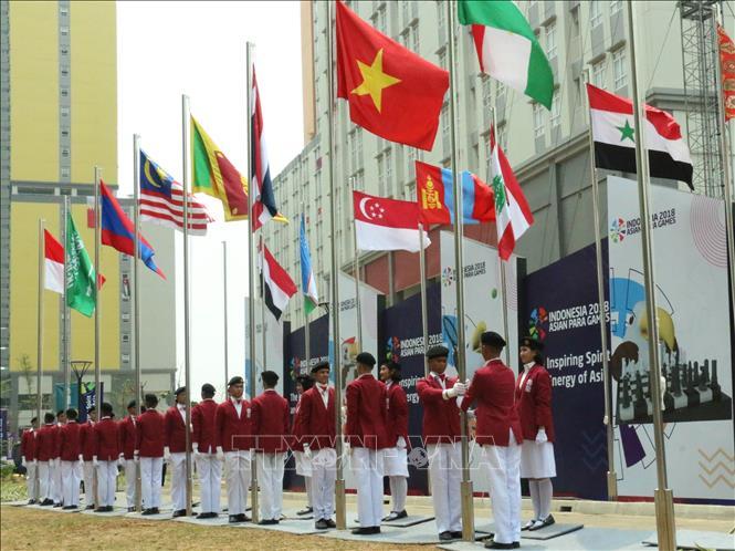 Quốc kỳ Việt Nam tung bay tại Lễ Thượng cờ. Ảnh: Hải Ngọc/Pv TTXVN tại Indonesia