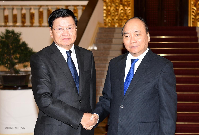 Thủ tướng Nguyễn Xuân Phúc và Thủ tướng CHDCND Lào Thongloun Sisoulith.