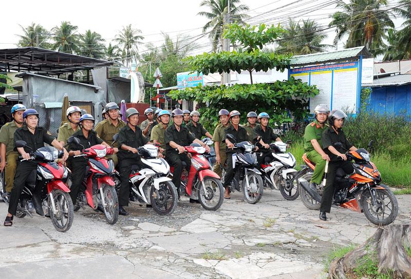 Các thành viên Đội phản ứng nhanh xã Quới Sơn luôn trong tư thế sẵn sàng làm nhiệm vụ.
